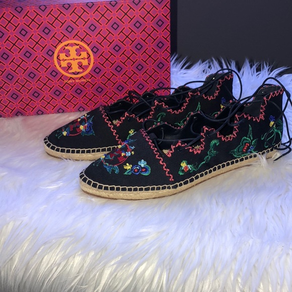 5a0204b28 TORY BURCH Sonoma Embroidered Gillie espadrilles